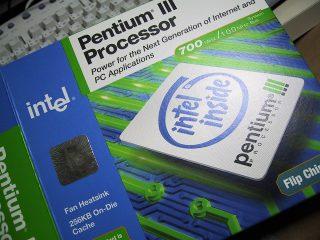 Pentium3/700E(FC-PGA)な外箱